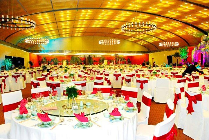 trung tâm tiệc cưới sử dụng máy làm khăn lạnh Doma Vina